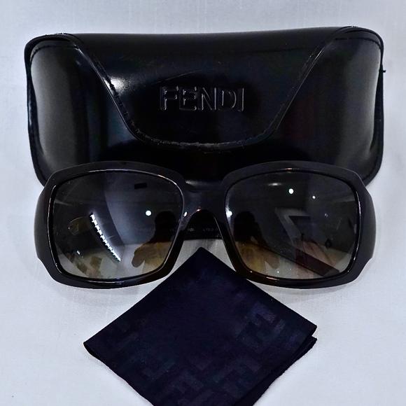 ab3f5d39c26 Fendi Accessories - FENDI~womens sunglasses~ONYX GREY GRADIENT~w CASE